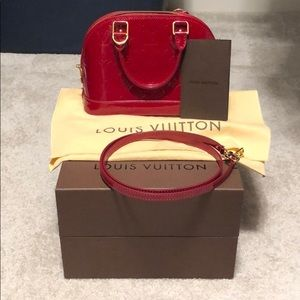Louis Vuitton Alma bb vernis pomme d amore